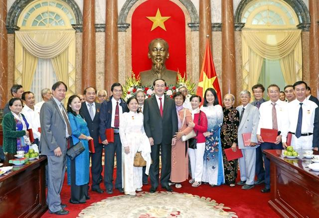 Chủ tịch nước Trần Đại Quang với các đại biểu tham dự buổi gặp. Ảnh: Nhan Sáng -TTXVN