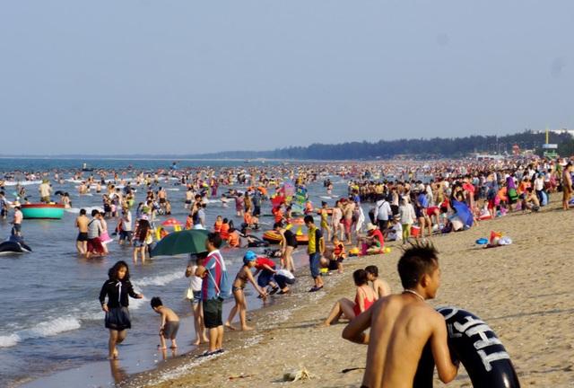 Bãi biển Cửa Lò luôn là điểm đến hấp dẫn đối với du khách vào dịp 30/4 - 1/5.