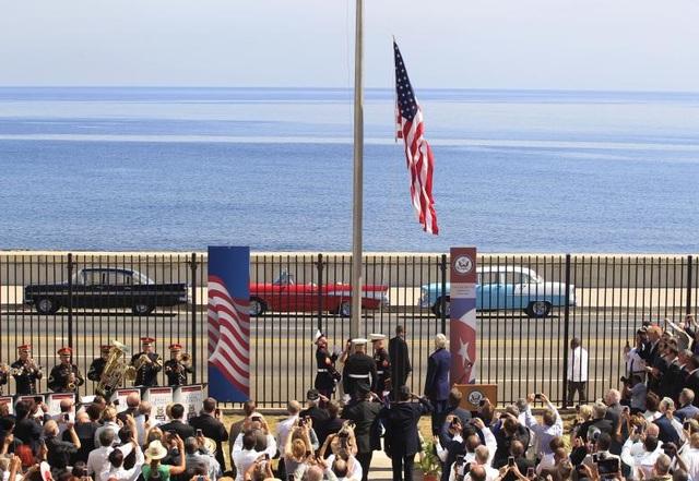 Ngày 14/8/2015: Thủy quân lục chiến Mỹ lần đầu tiên kéo quốc kỳ Mỹ tại đại sứ quán Mỹ ở Cuba sau 54 năm, với hy vọng mở ra một kỷ nguyên mới trong quan hệ ngoại giao giữa hai nước.