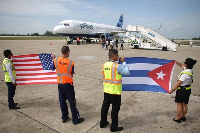 Ngày 31/8/2016: Chuyến bay thương mại chở khách đầu tiên từ Mỹ đã hạ cánh xuống sân bay ở thành phố Santa Clara, miền trung Cuba sau hơn một nửa thế kỷ. Đây là dấu hiệu cho thấy sự khởi sắc trong quan hệ song phương giữa hai nước.