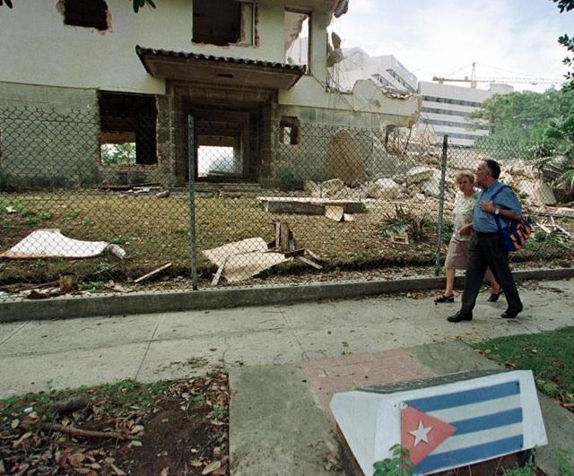 Trong khoảng thời gian từ tháng 4 đến tháng 10/1980, khoảng 125.000 công dân Cuba đã được chính phủ cho phép tới Mỹ.