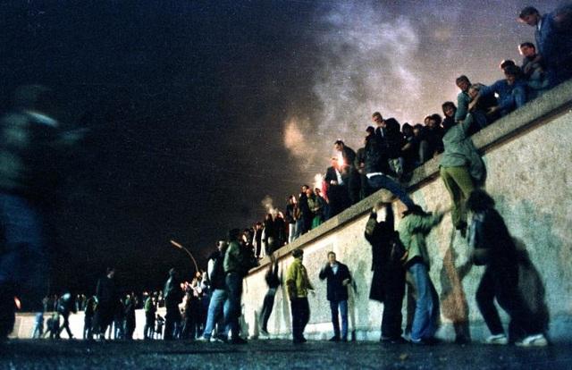 Tháng 12/1991: Trong bối cảnh Liên Xô sụp đổ và Mỹ thắt chặt cấm vận thương mại, Cuba rơi vào cuộc khủng hoảng kinh tế nghiêm trọng.