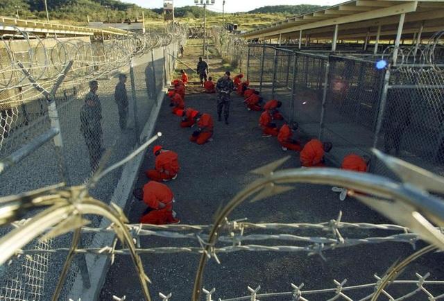 Năm 2002: Sau vụ tấn công khủng bố nhằm vào nước Mỹ ngày 11/9/2001, một phần của căn cứ hải quân vịnh Guantanamo (Cuba), vốn được mở cửa từ năm 1903, đã được Mỹ biến thành nơi giam giữ các nghi phạm khủng bố toàn cầu.
