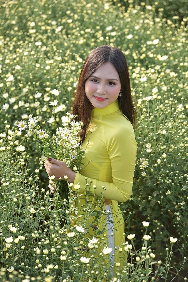 Theo kinh nghiệm của các nhiếp ảnh, cúc hoạ mi là loài hoa mau tàn. Chụp ảnh với cúc hoạ mi đẹp nhất là là từ thời điểm này cho tới hết tháng 11.