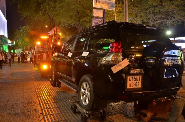 Tuy nhiên cả 2 chiếc xe vẫn bị niêm phong và kéo về trụ sở xử lý.