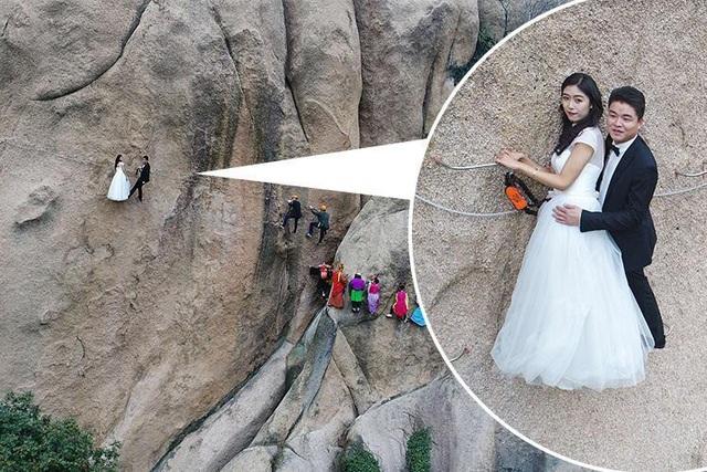 Cặp đôi chênh vênh trên vách đá dựng đứng