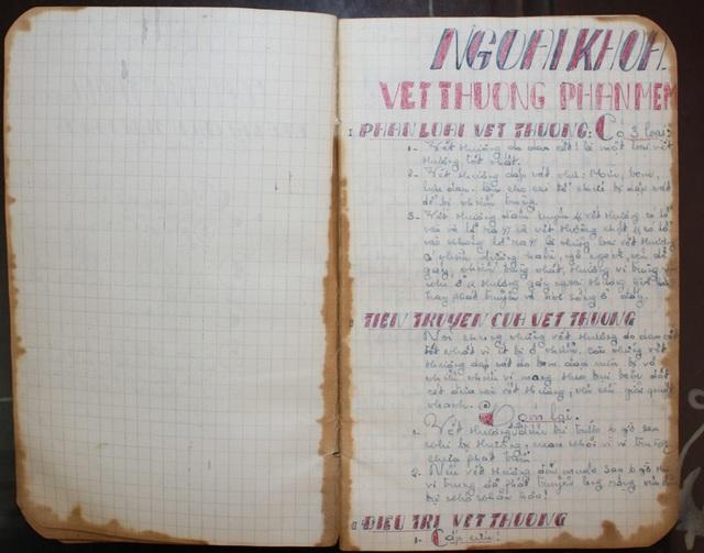 Cuốn sổ ghi lại các kiến thức y khoa của liệt sỹ Lê Văn Tánh là một trong những kỷ vật được Denver Shannon cất giữ và trao trả lại Việt Nam.