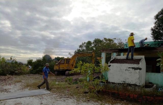 Trong quyết định cưỡng chế của Chủ tịch UBND huyện Phú Quốc, hạn tối đa là vào ngày 30/12 nhưng ngày 23/12 lực lượng cưỡng chế đã đến đập phá nhà dân