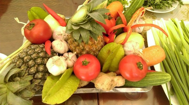 Các loại rau quả cần dùng trong món ăn.