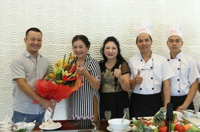 Cảm ơn NSƯT Thanh Loan và nhà hàng Đại Hải 25 Tông Đản đã giúp chúng tôi hoàn thành nội dung này.