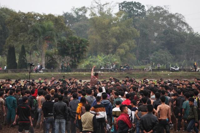 Hàng nghìn trai làng vượt rào lao vào cướp phết ở Hiền Quan - 5