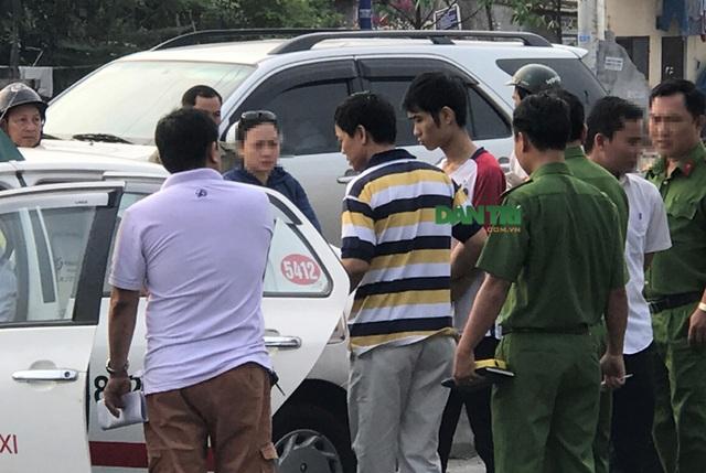 Tên cướp siết cổ tài xế taxi khi xe đang chạy trên xa lộ Hà Nội - 6