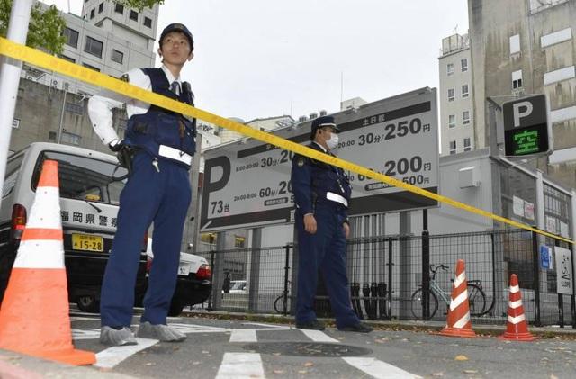 Hiện trường bãi đậu xe nơi xảy ra vụ cướp đã được phong tỏa. (Ảnh: Japan Times)