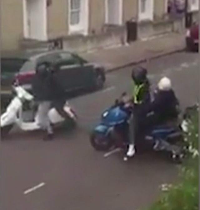 Toán cướp định lấy xe của nạn nhân trên đường