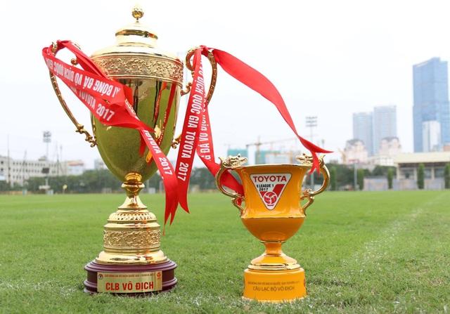 Mô hình chiếc Cúp vô địch V-League 2017