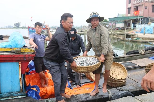 Hai cựu binh Trần Quang Dũng và Trần Xuân Bình trở về sau chuyến biển