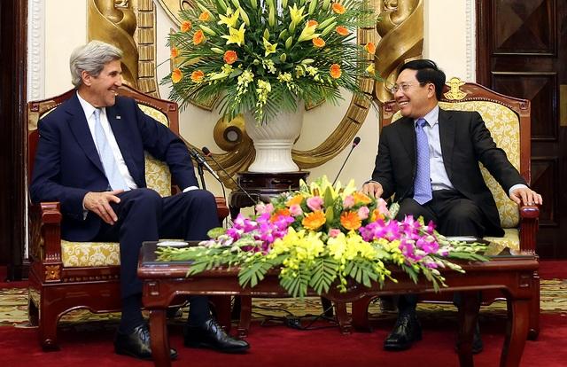 Phó Thủ tướng Phạm Bình Minh tiếp cựu Ngoại trưởng Mỹ John Kerry chiều 21/6