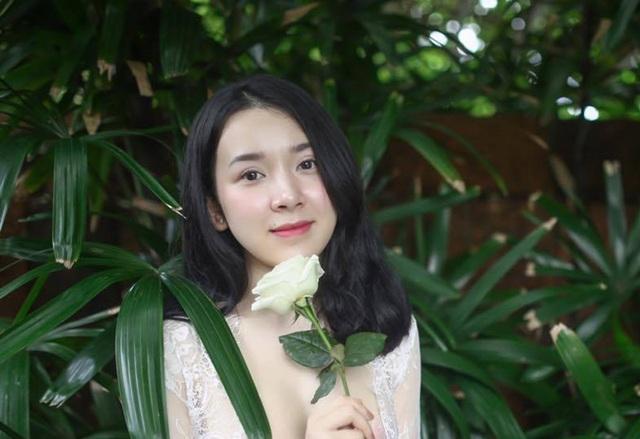 Cựu nữ sinh Ngoại thương nóng bỏng gây sốt trên mạng - 6