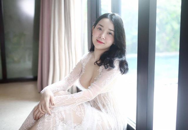 Hình ảnh nóng bỏng của cựu nữ sinh ĐH Ngoại thương Ngọc Phương đang được lan truyền trên mạng xã hội