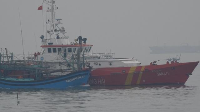 Tàu SAR 411 cứu nạn tàu cá của Bình Định gặp nạn cách đây mấy ngày