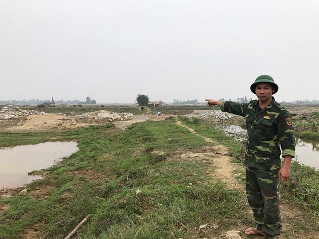 Diện tích đất mà gia đình anh Luân đang nuôi trồng thủy sản và chờ câu trả lời từ cơ quan chức năng thì bỗng dưng nhà thầu đưa máy móc vào làm hư hại tài sản.