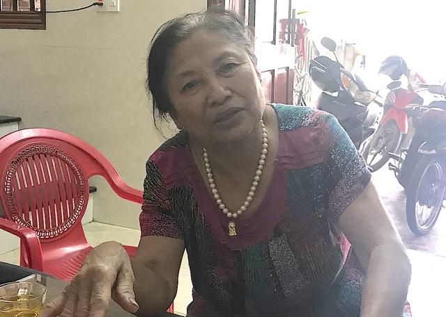 Bà Hiên cho biết, việc cấp đất cho bà Cúc đã được một số cán bộ lợi dụng, cấu kết làm giả hồ sơ, giấy tờ và cần được khởi tố vụ án.