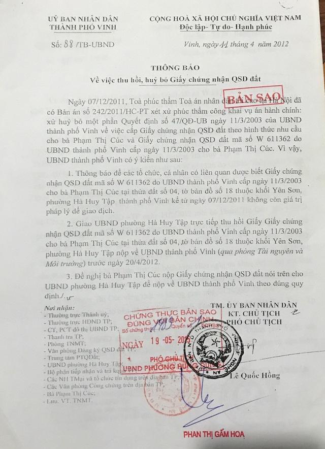 Ngày 11/4/2012 - UBND TP Vinh đã có Thông báo về việc thu hồi, huỷ bỏ GCNQSDĐ của bà Cúc.