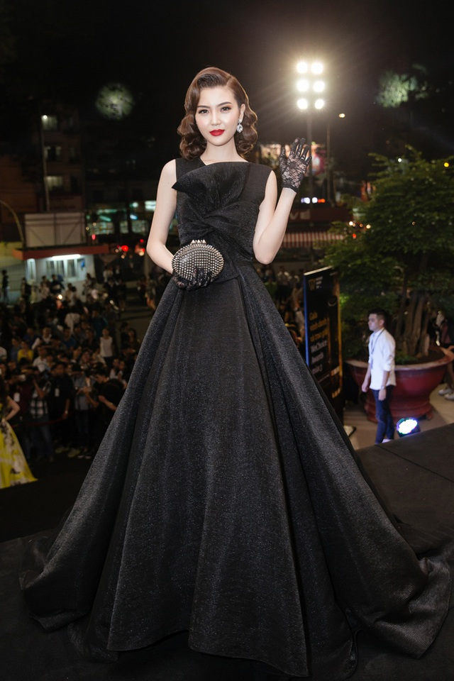Thừa thắng xông lên, trong năm 2017 Ngọc Duyên cũng sẽ có nhiều dự án nổi bật để phấn đấu trở thành người đẹp đa năng trong showbiz.