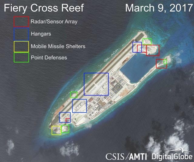 Tập hợp các công trình do Trung Quốc xây dựng phi pháp trên đá Chữ Thập thuộc quần đảo Trường Sa của Việt Nam. Trong đó, ô màu đỏ là hệ thống radar/cảm biến, ô màu xanh dương là các nhà chứa máy bay, ô màu vàng là các nhà chứa tên lửa di động và ô màu xanh lá là các điểm phòng thủ. Ảnh chụp ngày 9/3/2017 (Ảnh: CSIS)
