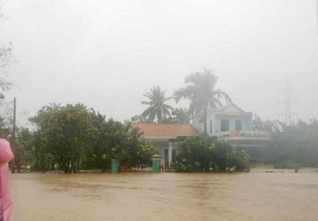Nhiều khu vực trên địa bàn TP Đà Nẵng ngập sâu. (Ảnh: Khánh Hồng).