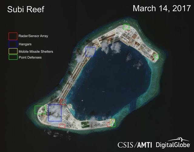 Tập hợp các công trình do Trung Quốc xây dựng phi pháp trên đá Xu Bi thuộc quần đảo Trường Sa của Việt Nam. Trong đó, ô màu đỏ là hệ thống radar/cảm biến, ô màu xanh dương là các nhà chứa máy bay, ô màu vàng là các nhà chứa tên lửa di động và ô màu xanh lá là các điểm phòng thủ. Ảnh chụp ngày 14/3/2017 (Ảnh: CSIS)