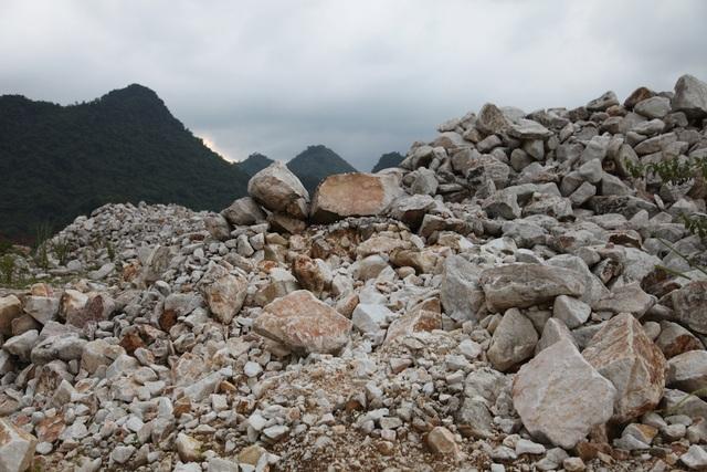 Loại xô bồ (không phân loại màu sắc, chất lượng) khai thác trong khối địa chất loại có chỉ tiêu ≥0,4m3 có mức giá: 250.000 đồng/m3 địa chất được khai thác.