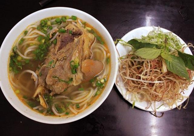 Một trong những món ăn nổi tiếng ở thủ phủ cà phê Việt Nam mà bất cứ du khách nào cũng nên thưởng thức là món bún chìa.