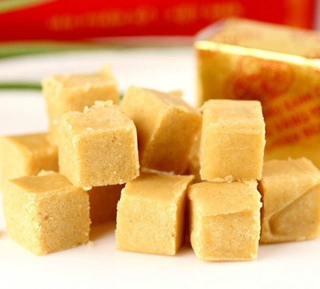 Đặc sản nổi tiếng nhất của Hải Dương phải kể đến là những chiếc bánh đậu xanh ngọt lịm, thơm phức.