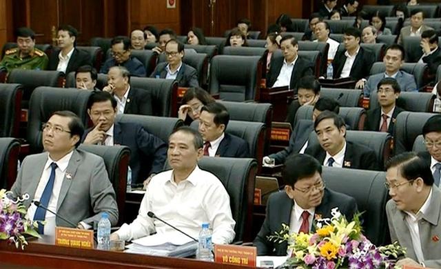 Các đại biểu tham dự phiên thảo luận chiều 5/12 của Hội đồng nhân dân TP Đà Nẵng