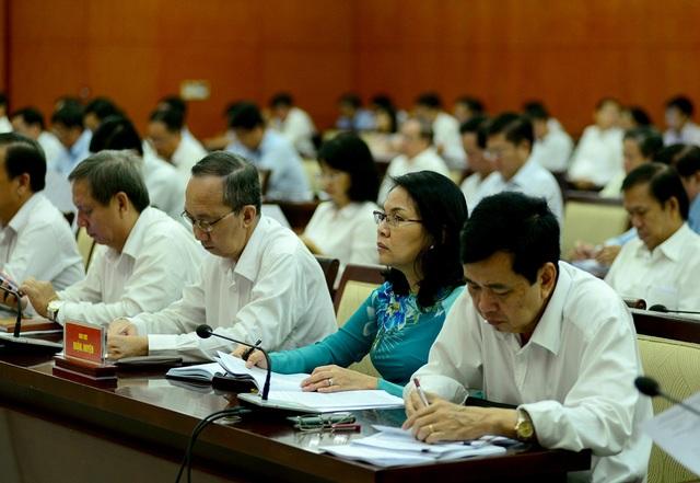 Đại biểu HĐND TPHCM tham dự kỳ họp thứ 6 HĐND TPHCM khóa IX (ảnh Nguyễn Quang)