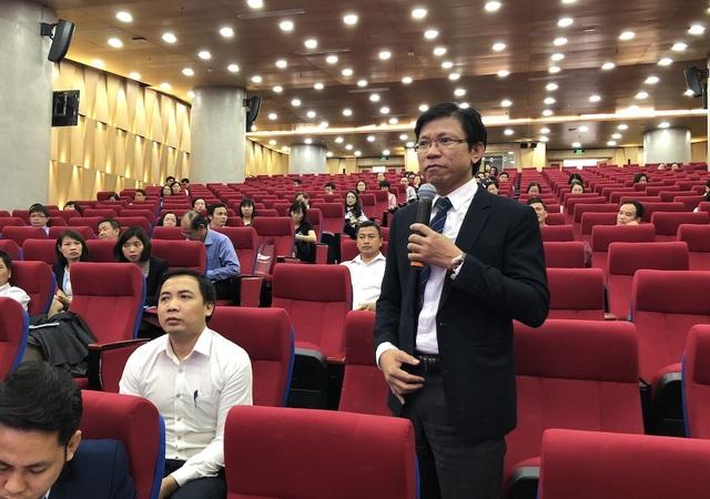 Các đại biểu phát biểu tại hội thảo về tổng kết đánh giá triển khai tiếng Anh tăng cường trong các trường cao đẳng đào tạo giáo viên và các cơ sở giáo dục đại học giai đoạn 2008-2016