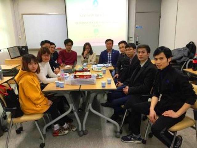 Đại diên Hội Sinh viên Việt Nam tại Hàn Quốc tham gia giao lưu