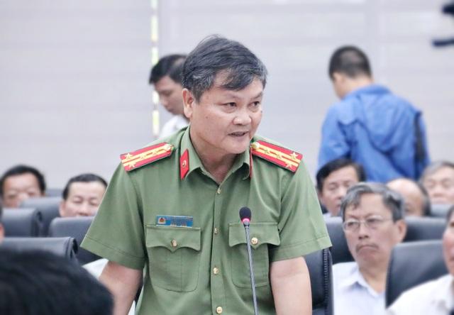 Đại tá Nguyễn Đức Dũng - Trưởng phòng tham mưu tổng hợp Công an TP Đà Nẵng trả lời nhà báo Dương Hằng Nga ngày 26/10 (Ảnh: KH)