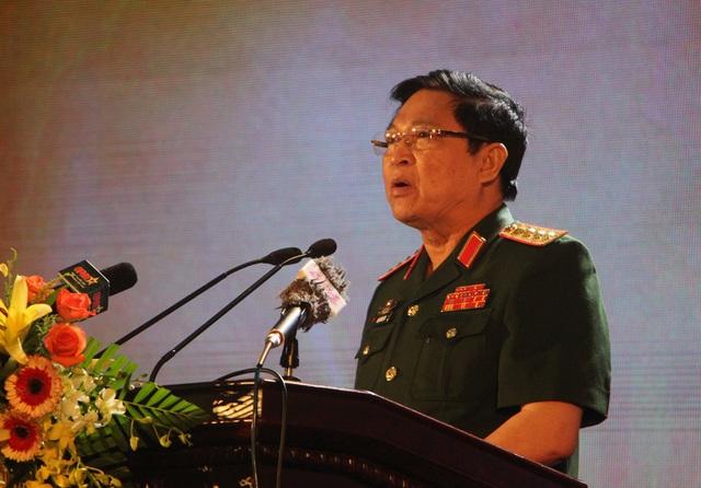 Đại tướng Ngô Xuân Lịch - Ủy viên Bộ Chính trị, Phó Bí thư Quân ủy Trung ương, Bộ trưởng Bộ Quốc phòng dự và phát biểu chỉ đạo buổi lễ