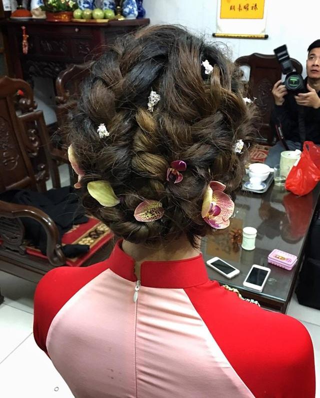 Kiểu tóc của Hoàng Anh trong Lễ vu quy sáng nay được chuyên viên trang điểm Mai Phan chia sẻ.