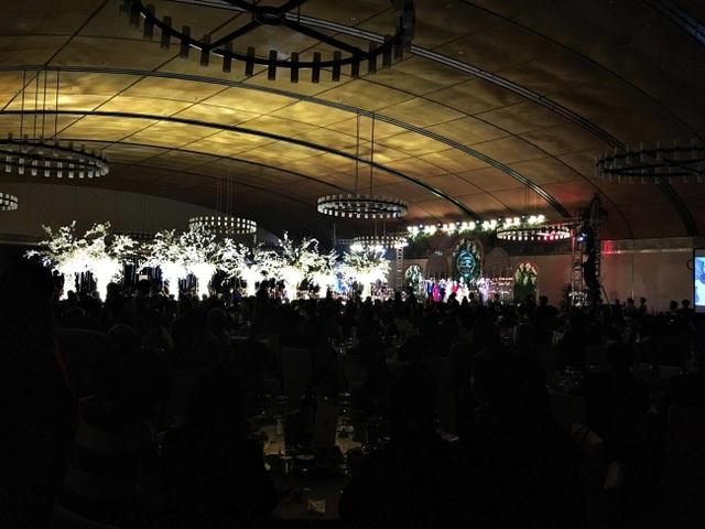 Lễ cưới diễn ra với đầy đủ các nghi thức.