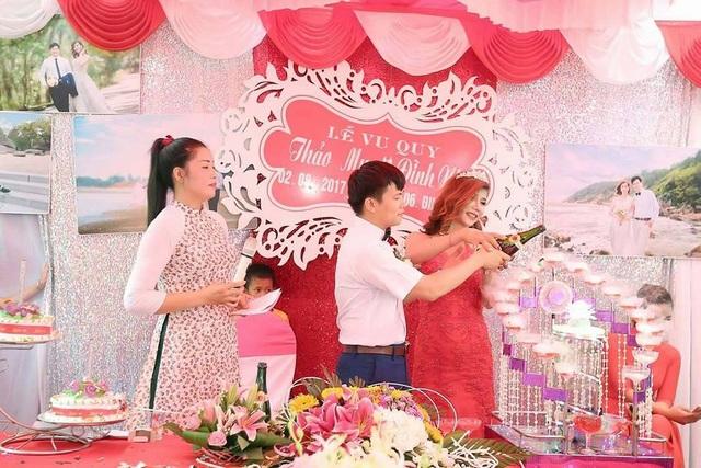 Đám cưới thu hút hàng trăm người hiếu kỳ của cô dâu chuyển giới ở Thanh Hóa - 6