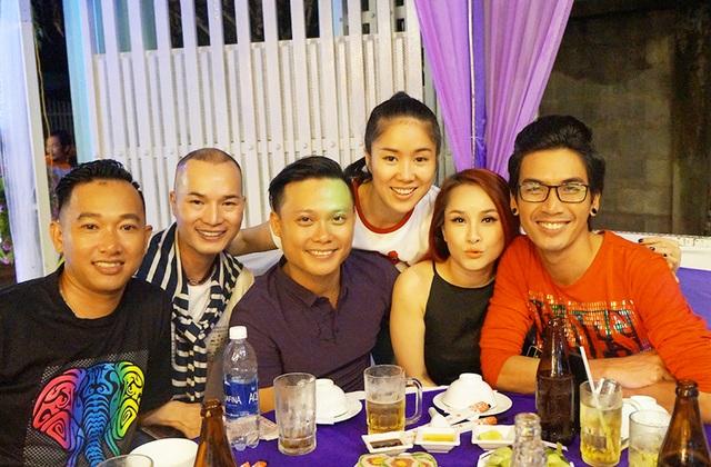 Những người bạn thân thiết của Lê Phương không ngại đường xa đến chia vui cùng nữ diễn viên.