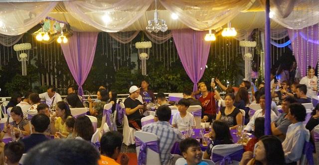 Không khí ấm cúng tại nhà Lê Phương trong buổi tối nhóm họ