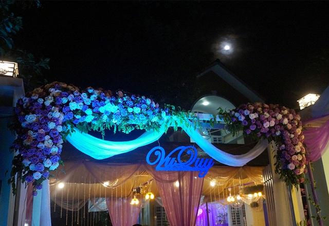 Không gian tiệc cưới nhà Lê Phương ngập sắc tím - 1
