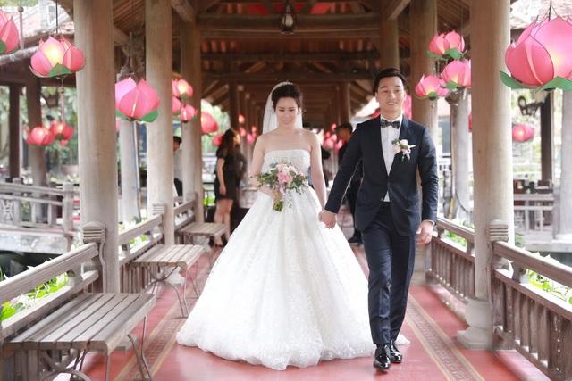 Cặp đôi quen biết nhau trong suốt 3 năm sau đó mới công khai mối quan hệ và chính thức đám cưới