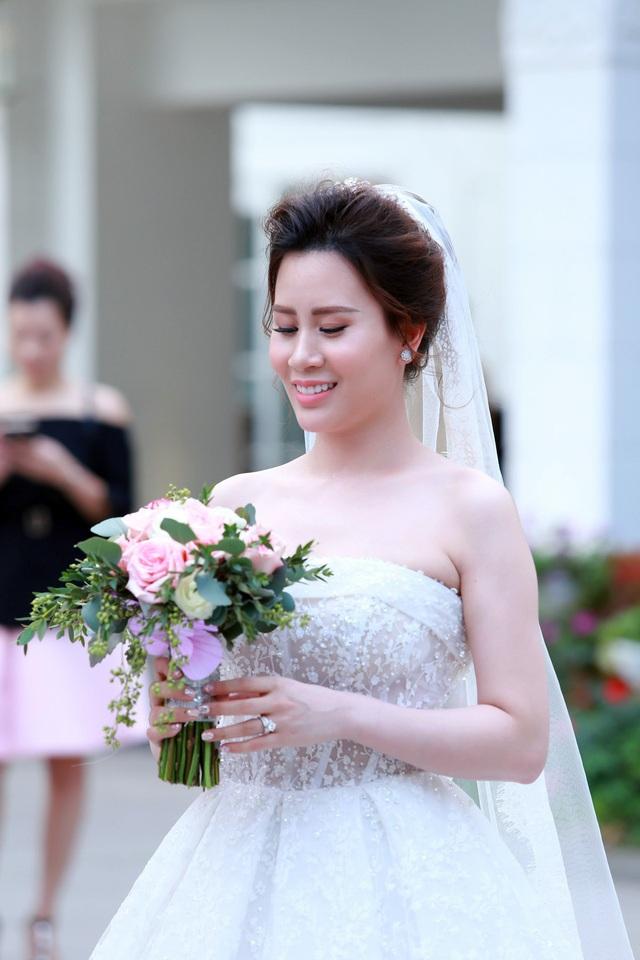 Cô dâu Ngọc Hương xinh xắn trong ngày cưới