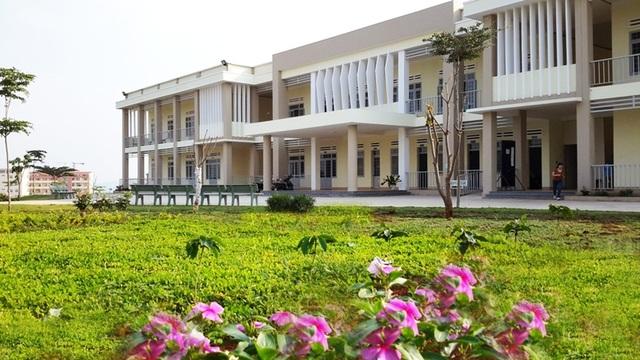 Khu giảng đường trường Trung cấp Đam San