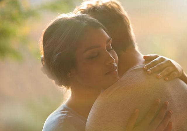 Đàn bà khi yêu: Quên đường đi, quên lối về vì những điều nhỏ nhặt - 1